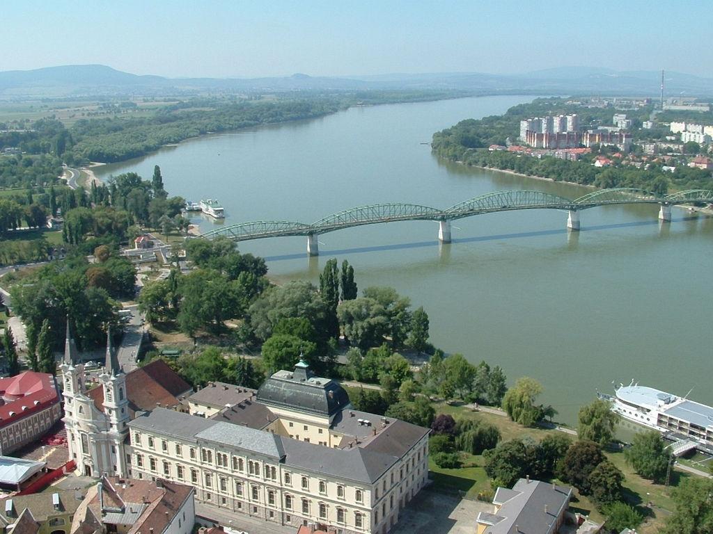 Urlaub am Donauknie